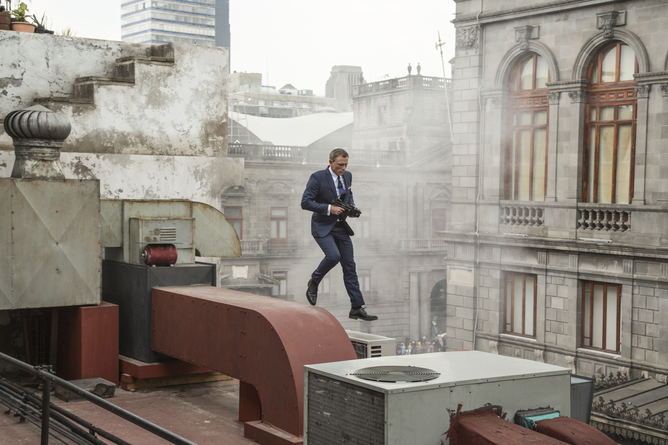 Bond runs along the rooftops in Mexico City. Jonathan Olley/ SPECTRE © 2015 Metro-Goldwyn-Mayer Studios Inc., Danjaq, LLC and Columbia Pictures Industries, Inc. All rights reserved.