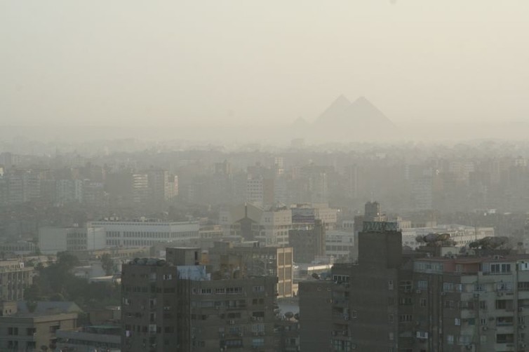 Smog in Cairo, Egypt obscures the Pyramids.  Nina Hale/Flickr, CC BY