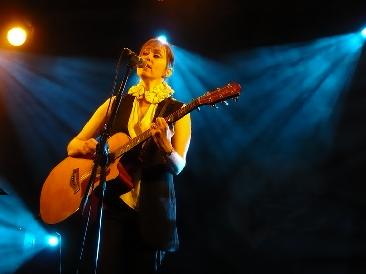 Suzanne Vega is close to 60 years and still tours to make a living.  zsófi B/Flickr, CC BY-NC-ND