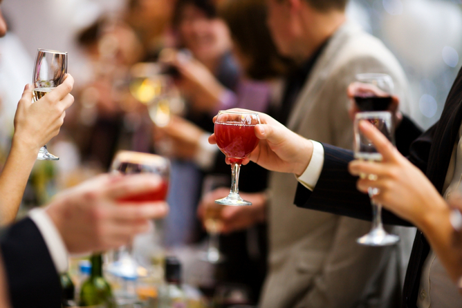 Study highlights how former problem drinkers navigate social drinking situations