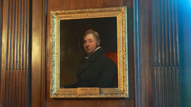 "edward jenner research paper Who was ""dr"" edward jenner edward jenner museum and an edward jenner institute for vaccine research paper he had the audacity to assert that it was not."