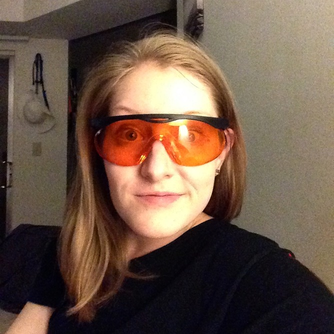 Sunglasses At Night Meaning  can orange tinted glasses help you sleep por science