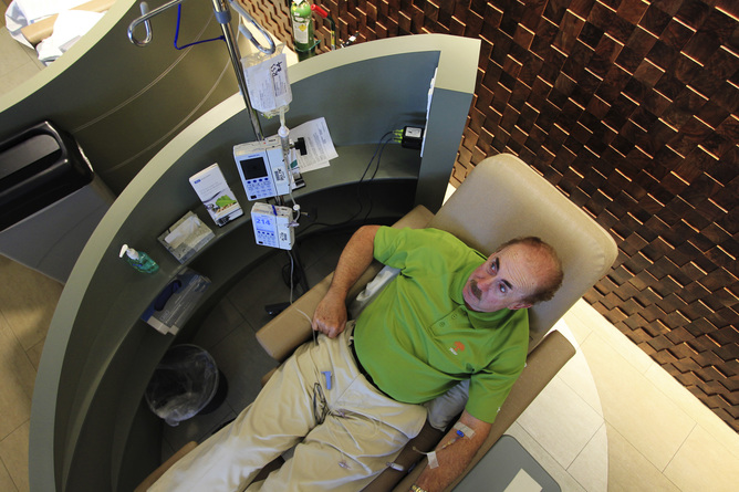 A cancer patient receives an intravenous dose of Pembrolizumab during a promising cancer treatment clinical trial at UCLA Medical Center in Los Angeles, California, August 19 2013. David McNew/Reuters
