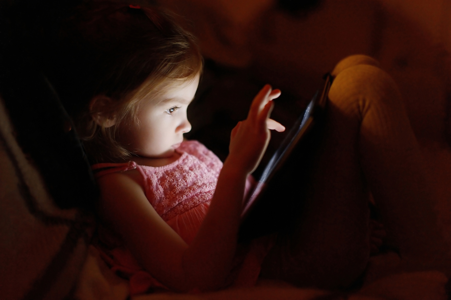 Why Screen Time Before Bed Is Bad For Children Iflscience