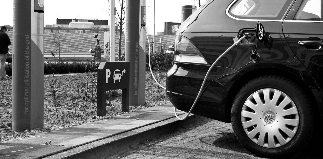 argumentative essay on electric cars I want to do a research-based argumentative essay on this topic, but obviously i have to form a argument first, which is what i need help with i was going to do something like saying electric cars would be a better option than hydrogen energy cars in the future or vice versa.